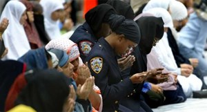 بالفيديو مقطع يسخر من ترهيب معتنقي الأسلام الجدد في اميركا بكلمة حرام حرام