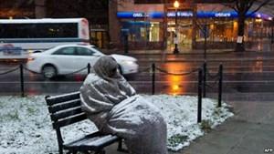 بالفيديو هكذا يواجه مشردو واشنطن برد الشتاء وقسوة الحياة