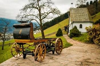 بالصور العثور على أول سيارة بورشه صنعت في التاريخ مخبأة في مستودع منذ عام 1902