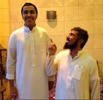 صورة قصر قامة سلمان العودة يضعه في موقف محرج مع ابنه
