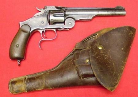 المسدس الذي قتل قاطع الطريق الشهير جيسي جيمس بسعر 350.000 ألف دولار