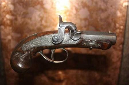 مسدس قاتل أبراهام لينكولن «لا يقدر بثمن»