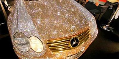 بالصور سعودي يشتري اغلى سيارة بالعالم مغلفة بالالماس وتكلِّف الف دولار لمن يلمسها فقط !