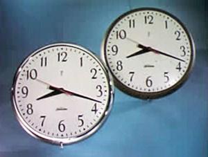 علماء يحلون تناغم الساعات المتجاورة 574157-568928.jpg?wi
