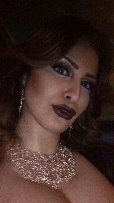 بالصور: مذيعة خليجية نشرت هذه الصور الجريئة لها.. كيف ردت على منتقديها