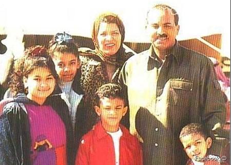 شاهد.. طارق العلي مع زوجته وعائلته في ظهور نادر