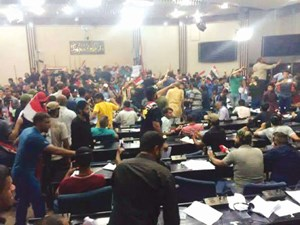 رد: للمرة الثانية حشود الشيعة تقتحم مجلس النواب وإعلان العبادي للطواريء