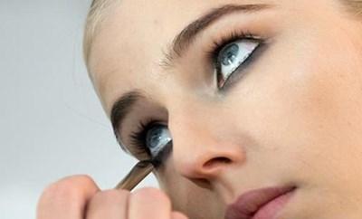 للنساء فقط.. أخطاء شائعة في التجميل تجعلك تبدين أكبر سنا 674752-1.jpg?width=400