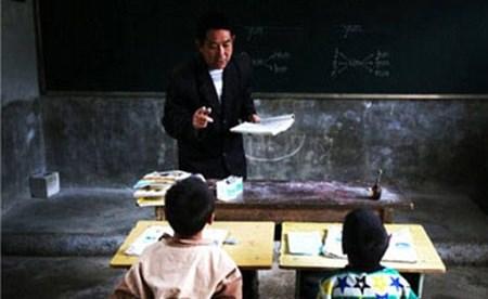 بالصور: المدرسة الوحيدة في العالم التي تضم طالبين ومعلم فقط