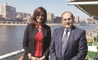 السفيرة نبيلة مكرم مع محافظ سوهاج د.أيمن عبدالمنعم
