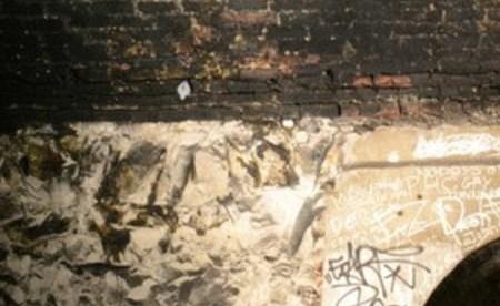 بالصور.. اكتشاف مغارة تحت الأرض يعيش بها سكان منذ الحرب العالمية الثانية