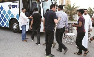 ضبط 88 مخالفاً للإقامة سقطوا في حملة أمنية لمباحث شؤون الإقامة بالأحمدي