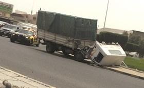 إصابة سائق آسيوي نتيجة انفصال كابينة شاحنة يقودها ووفاة حدث تعرض للدهس