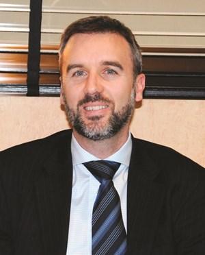 السفير الاسترالي وارن هاوك