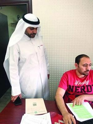 الوزير محمد الجبري متفقدا سير العمل في ادارة الحج