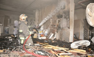 حريق سرداب يكشف عن مخزن «أفراح»