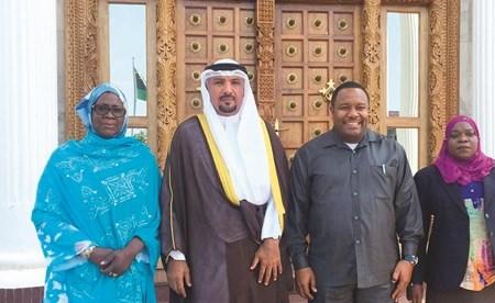 السفير جاسم الناجم خلال اللقاء مع رئيس المجلس التشريعي في زنجبار زبير علي مولد