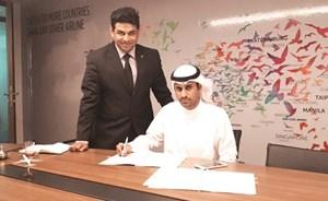 سعود الحجيلان خلال توقيع الاتفاقية