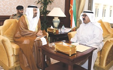 بالفيديو.. وزير الدفاع التقى سفراء الإمارات وعُمان وبلجيكا والفاتيكان