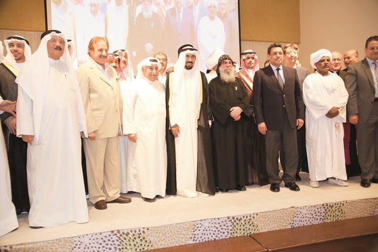 الشيخ علي الجابر والقمص بيجول والحضور في صورة جماعية