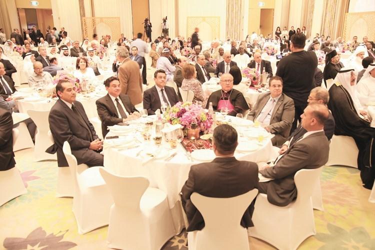 السفير المصري طارق القوني مع عدد من الحضور