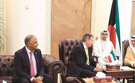 الغانم يستقبل رئيس اللجنة الدولية للصليب الأحمر