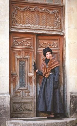«الموناليزا».. إطلالة ملكية لأزياء شتاء 2019