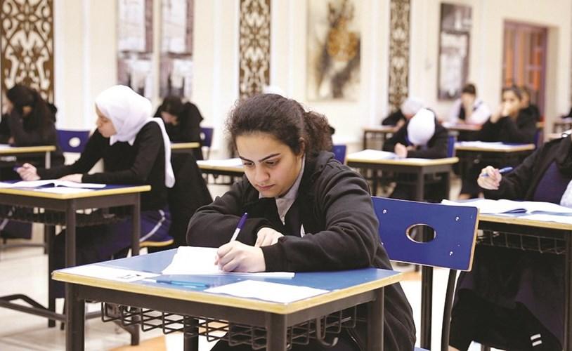 الطالبات في لجان الاختبارات