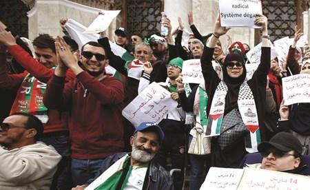 الجزائر: الاحتجاجات تنتقل مرحلة التنظيم