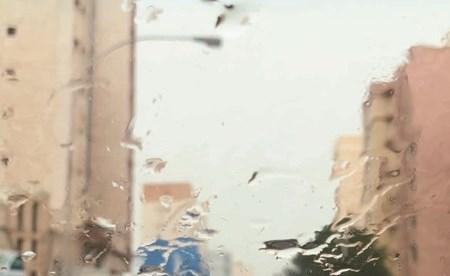قطرات الماء على زجاج احدى السيارات(محمد هنداوي)