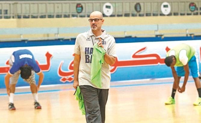 خالد غلوم في تدريب سابق لمنتخب الشباب