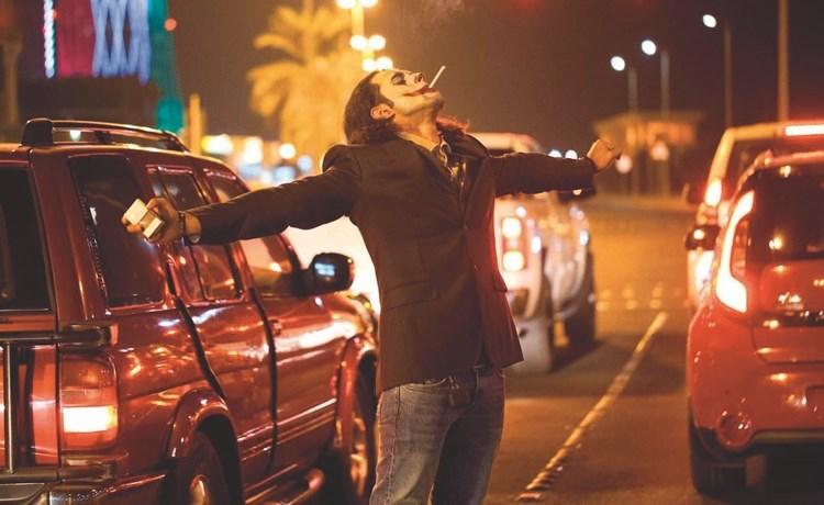 الشاب المقنع كما بدا في شارع الخليج العربي