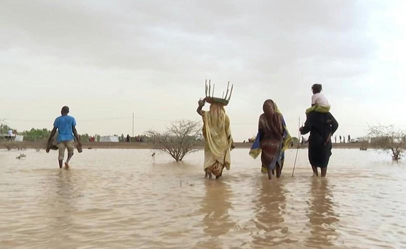 بالفيديو.. النازحون جراء سيول السودان يبحثون عن مأوى