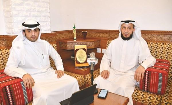 مرشح الدائرة الثانية فهد المسعود مع الزميل عبدالعزيز المطيري