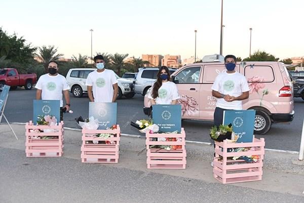 عبدالعزيز اللوغاني مع المشاركين في الحملة (محمد هنداوي)