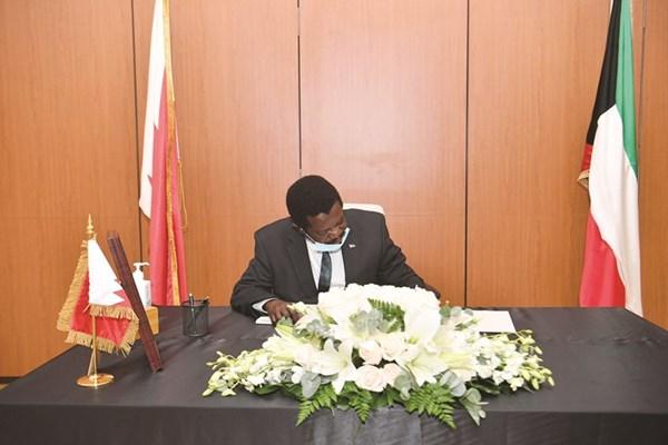 جانب من تقديم التعازي في سفارة البحرين