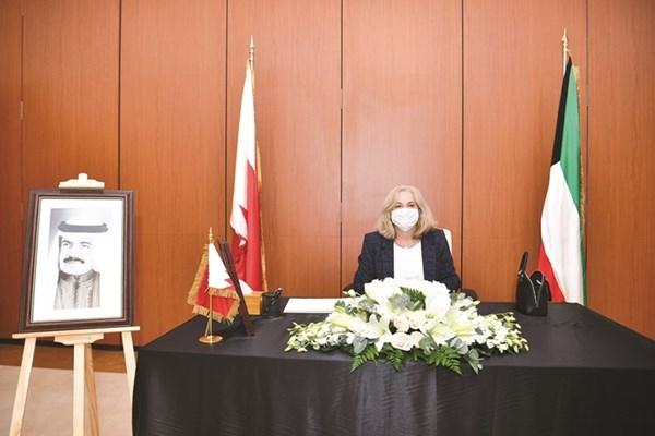 السفيرة الأميركية إلينا رومانوسكي تقدم التعازي