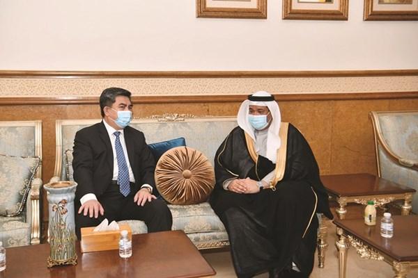 القائم بالأعمال في سفارة البحرين محمد السبت يتلقى التعازي