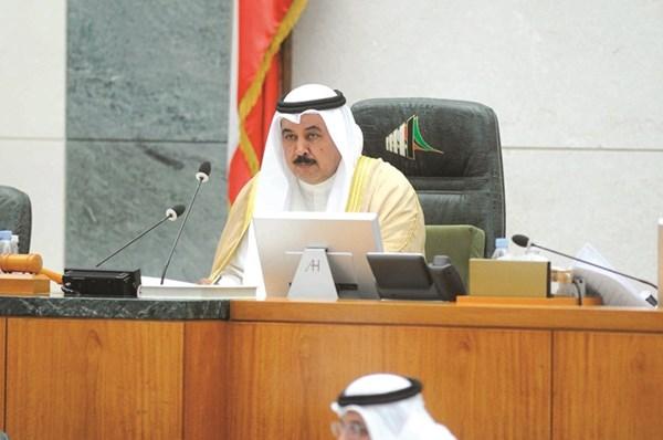 مرشح الدائرة الثانية النائب خلف دميثير مترئسا إحدى جلسات مجلس الأمة