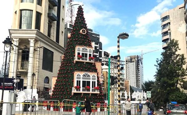 شجرة الميلاد في ساحة ساسين في الأشرفية مستوحاة من تراث بيروت (محمود الطويل)
