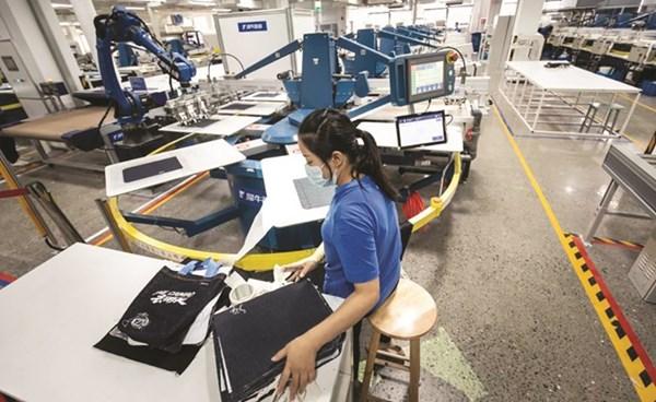 «علي بابا» تقدم أول مصنع ملابس في العالم يقوم على الذكاء الاصطناعي