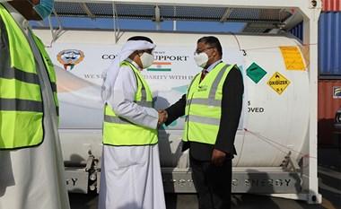 وزير التجارة د. عبدالله السلمان اطلع على تجهيزات الحملة الإغاثية العاجلة المقدمة من الكويت إلى الهند