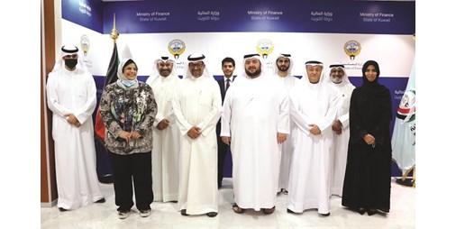 وزير المالية استعرض الفرص الاستثمارية بالكويت مع وفد اقتصادي إماراتي