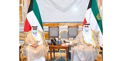 صاحب السمو الأمير الشيخ نواف الأحمد يستقبل سمو ولي العهد وسمو رئيس مجلس الوزراء